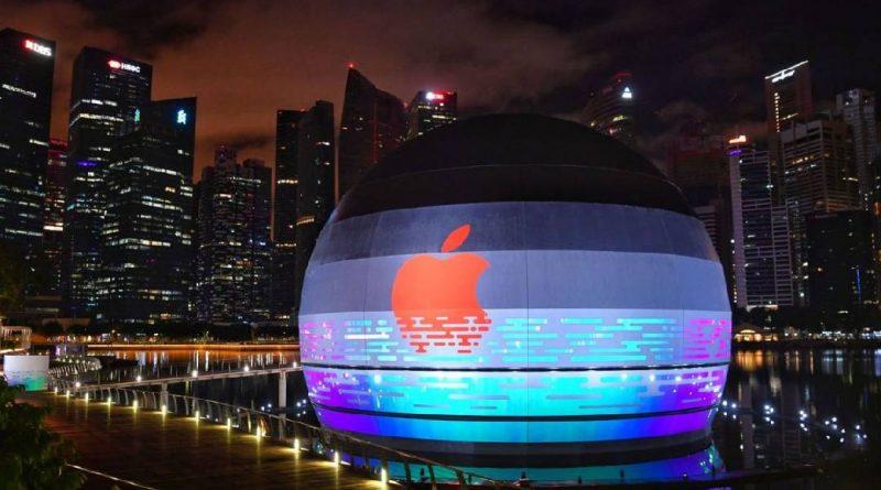 un apple store qui flotte sur l eau est lanc singapour